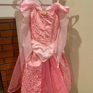 Lil girls deluxe sleeping beauty costume size M.